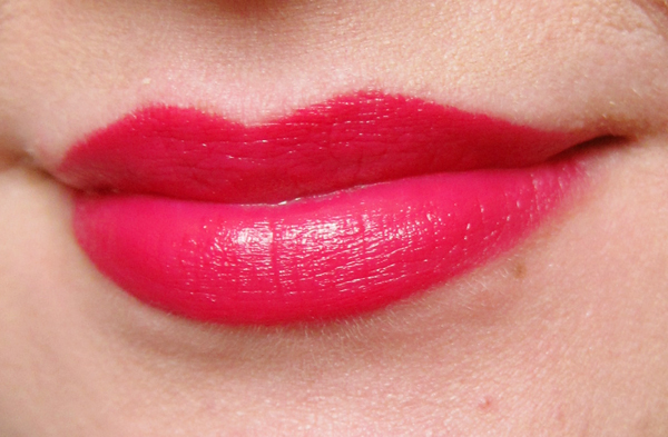 Revlon Super Lustrous Lipstick: Cherries In The Snow